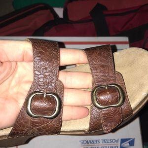 Dansko brown tooled leather platform women's sz 37